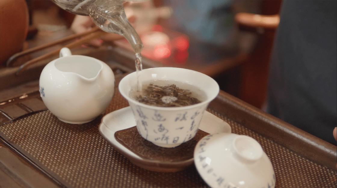 對吳志泉來說,泡茶的過程就像人生。