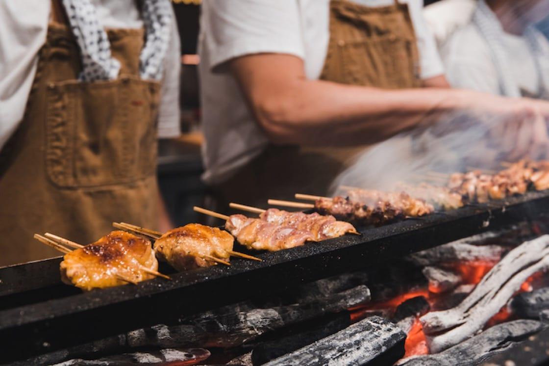《Chicken And Charcoal》分享了製作優質烤雞肉串的秘訣。 (圖片來源:Yardbird)