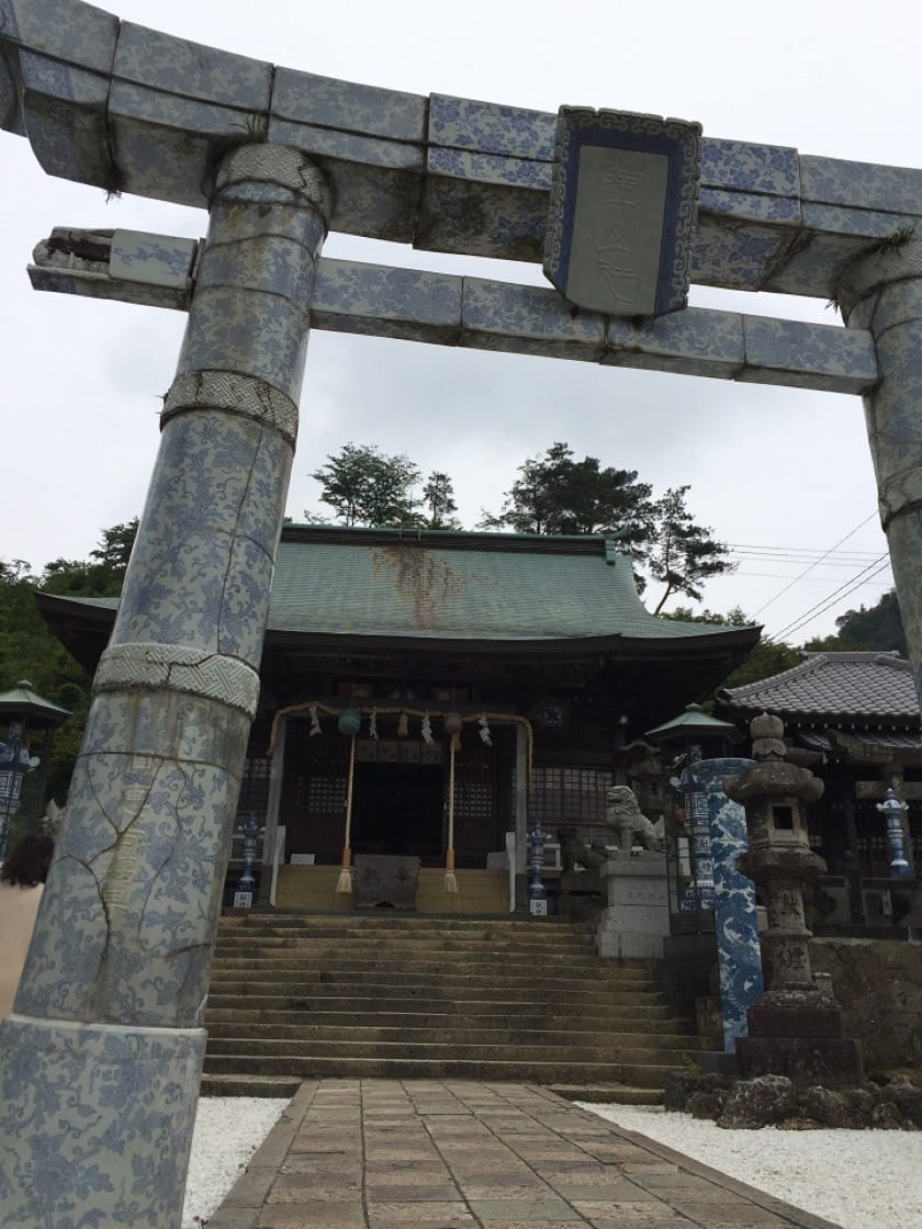 Arita ware occupies an indispensable position in the city of Arita. The local Sueyama Shrine worships the ceramic god and has its torii built in Arita porcelain.