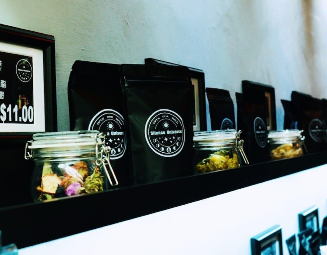 Silence Universe 也賣自製茶包,客人回家沖泡便可以。(圖片:受訪者提供)