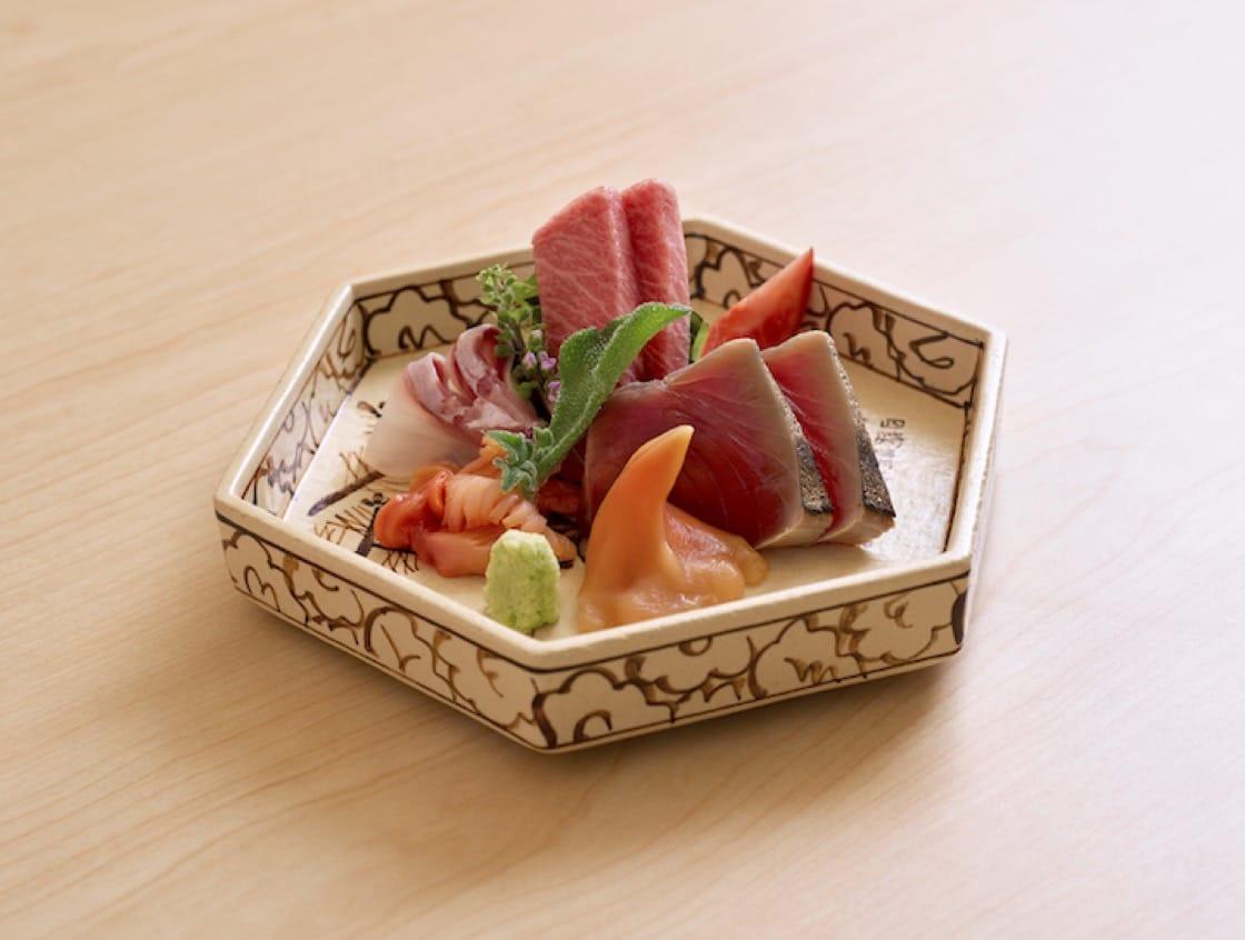 鮨来村(Sushi Kimura)创办人兼总厨木村共男,擅长对鲜鱼进行不同熟成技巧。(图片来源:鮨来村)
