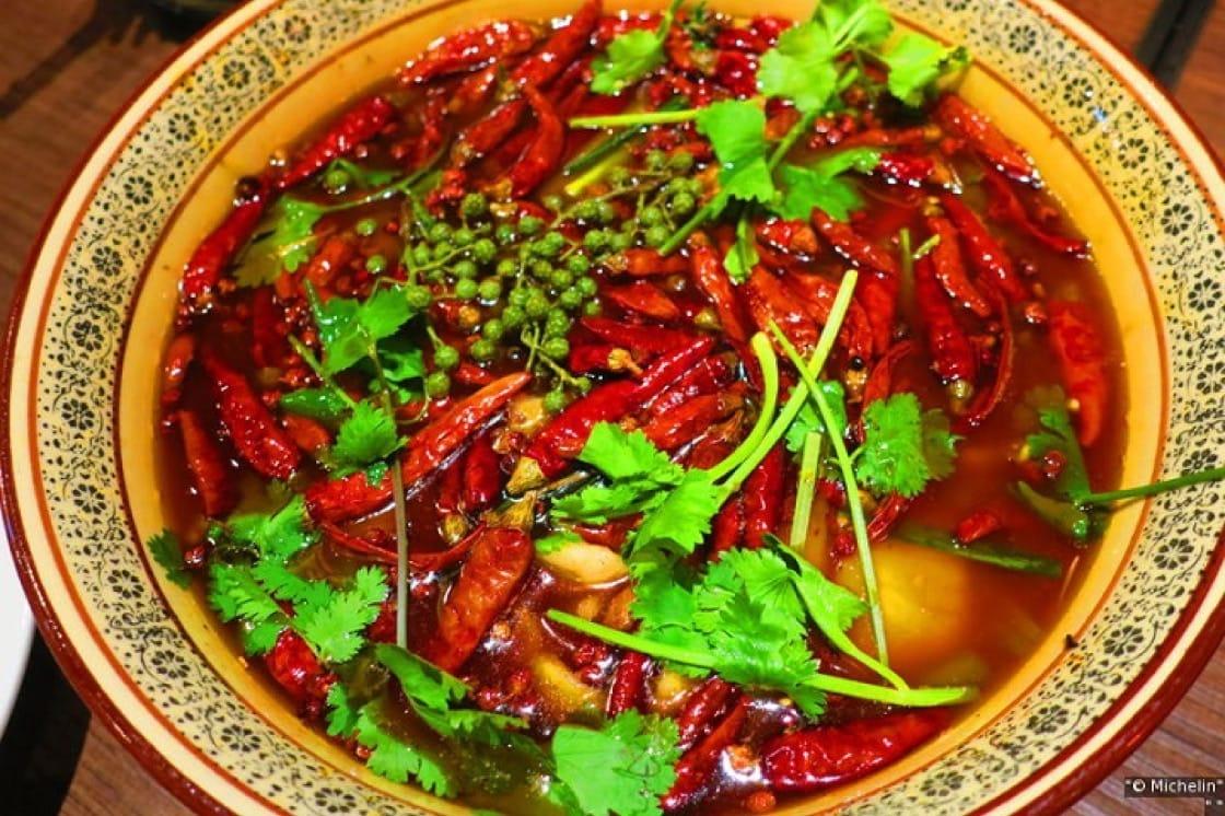 麻辣燙主打四川麻辣菜色,對象以外國人為主。