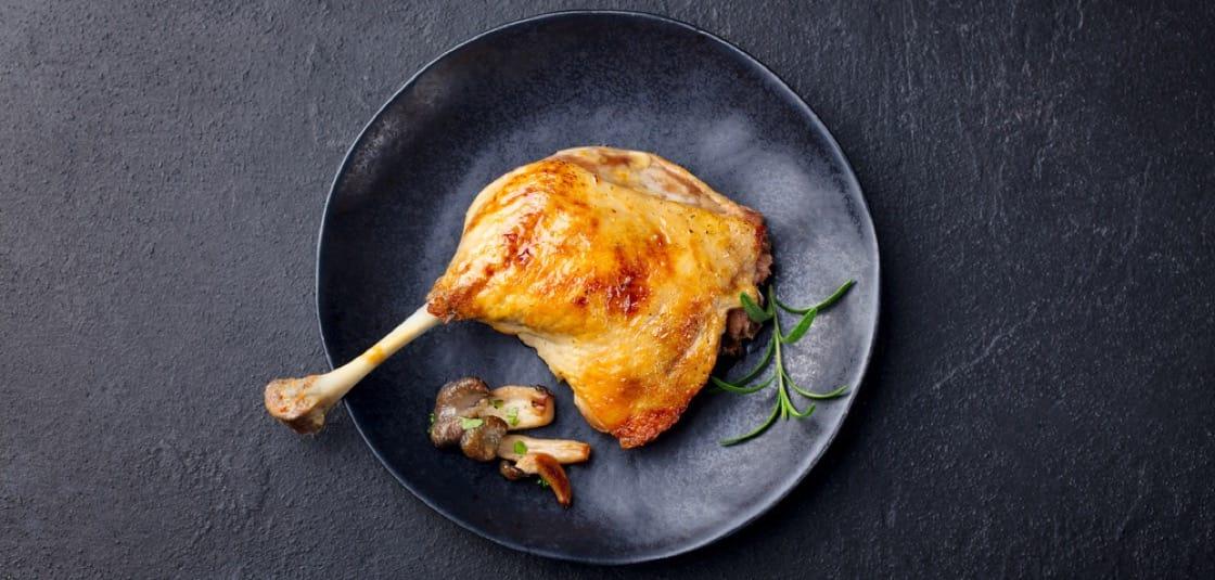 法國名菜油封鴨腿屬低溫慢煮,以當今定義不屬於慢煮。(資料圖片)