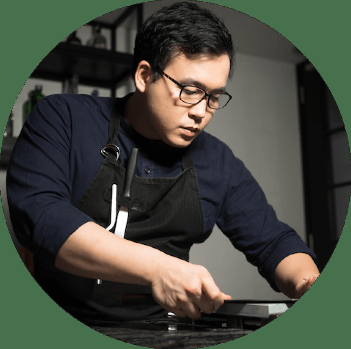 https://d3h1lg3ksw6i6b.cloudfront.net/media/image/2018/08/06/72cab5c90b0842f0bb215553bf96880c_Restaurant+Ibid+-+Chef-Owner+Woo+Wai+Leong+%283%29.png