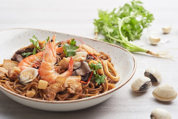 New Ubin Seafood and The Clifford Pier introduces a new dish, Hokkien Mee that is inspired by those served along the streets in the 1950s. (Credit: The Clifford Pier)