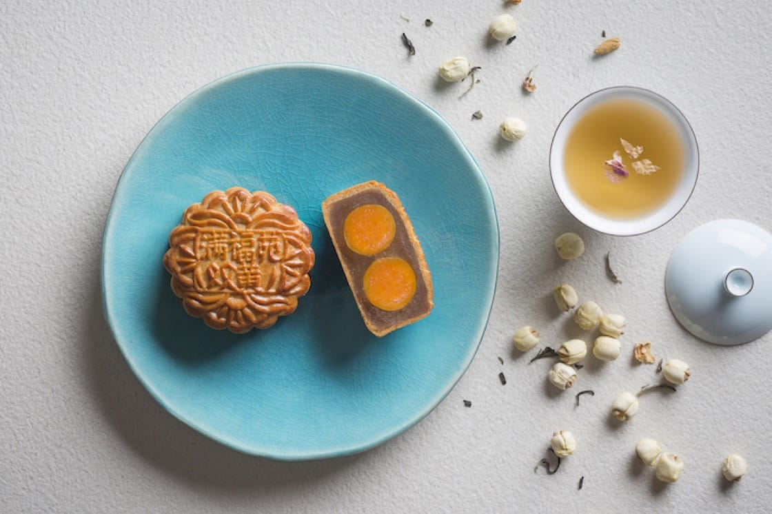 Man Fu Yuan's signature Baked Mooncake with Double Yolks and White Lotus Paste (Pic: InterContinental Singapore)