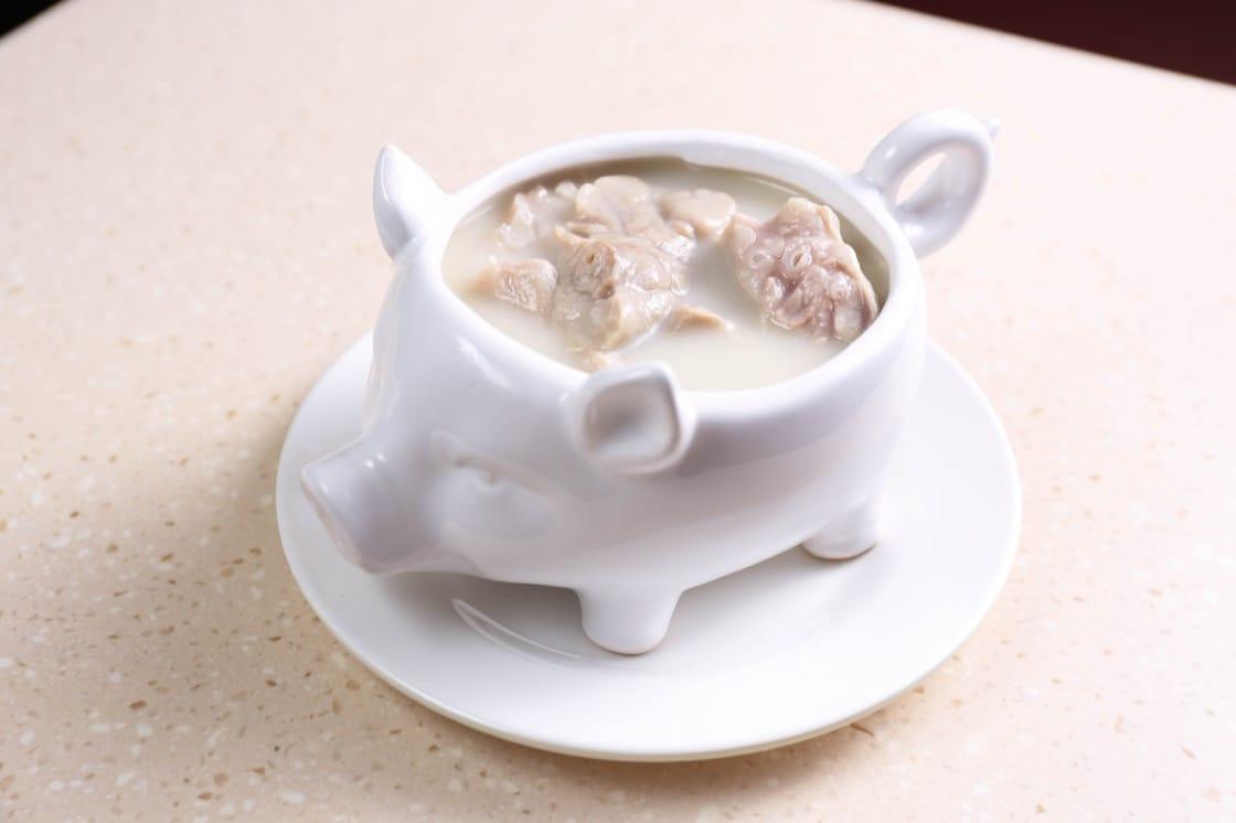 杏汁豬肺湯是人氣主打,入口清醇無雜味。(圖片:黃健峰)