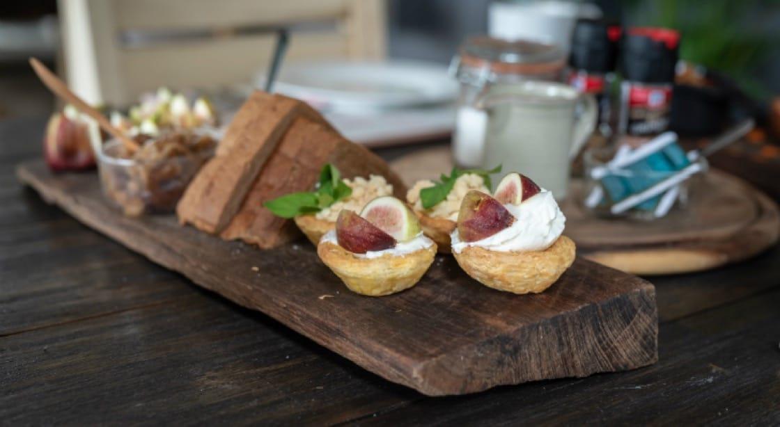 ขนมปังและขนมอบสดใหม่จากเตาหินมาพร้อมกับเมนูอาหารหลากหลายที่ปรับเปลี่ยนตามผลผลิต<br>เครดิตภาพจาก : Patrick Jacobs