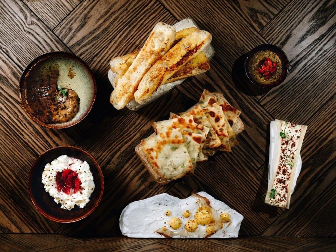 KONG 的晚間菜單,包含多款小食、主菜及麵食。(圖片提供:KONG)