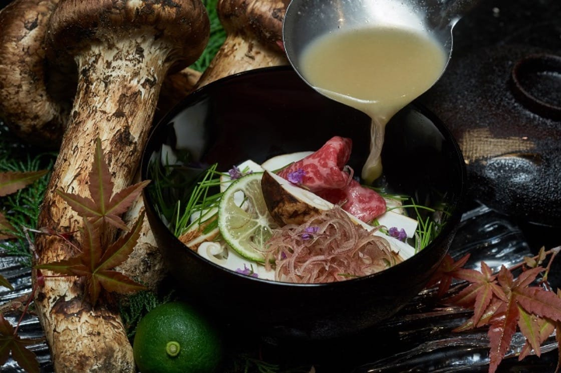 松茸牛尾湯,是總廚小屋孝行得意之作。(圖片提供:Hanare)