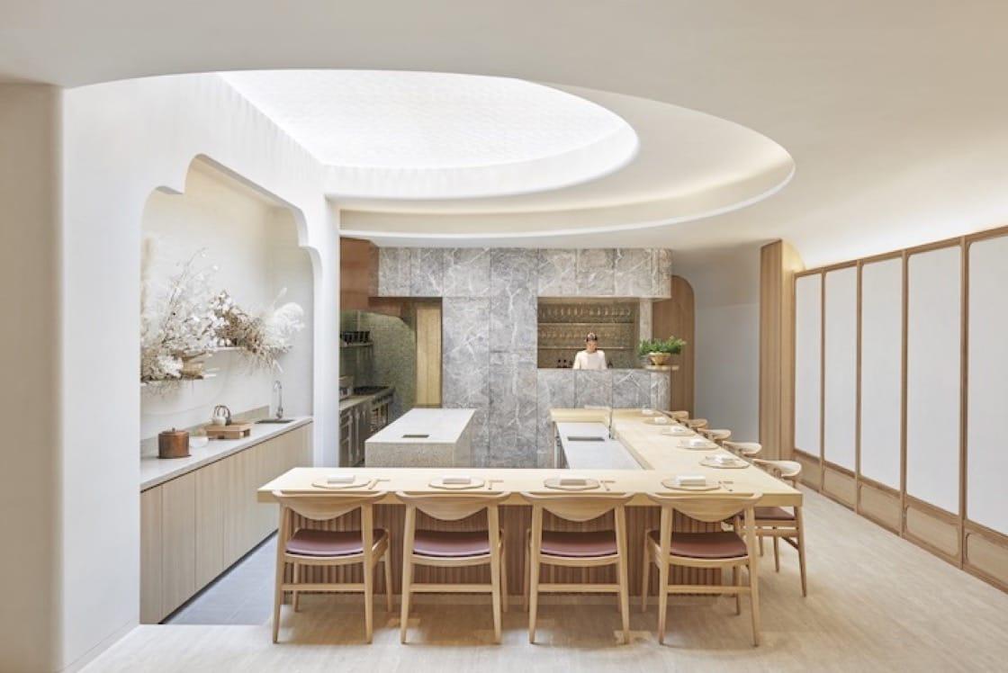 擁有26個座位的Esora由Takenouchi Webb設計,設有一個如蜂窩的和紙天窗。 (圖片來源:Esora)