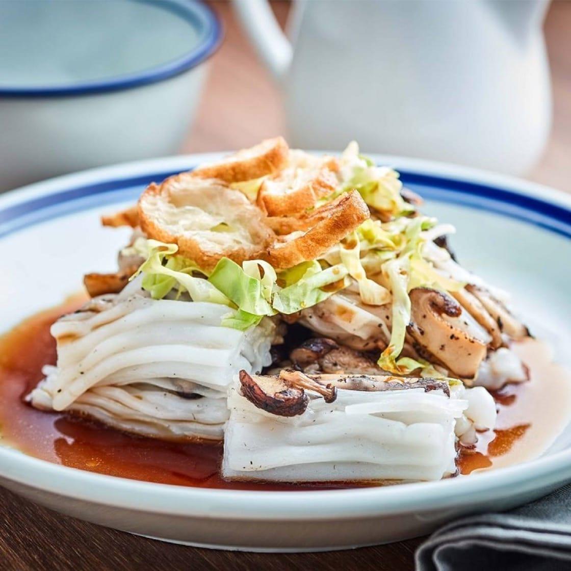 茶·米 x KiKi茶提供各式各樣的亞洲菜式,圖為櫻花蝦蟹肉撈腸粉。(圖片來源:茶·米面書)