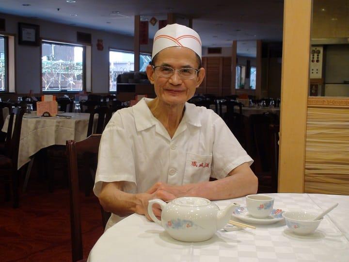 北角鳳城酒家文孔成師傅堅持傳統口味灌湯餃。(圖片:孟惠良)