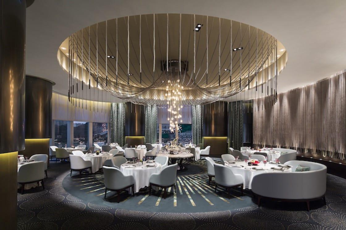用餐區只有十張桌子,有足夠的私隱度,氣氛卻不至於拘謹。