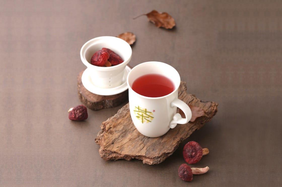 Red mushroom tea (Pic: PUTIEN)