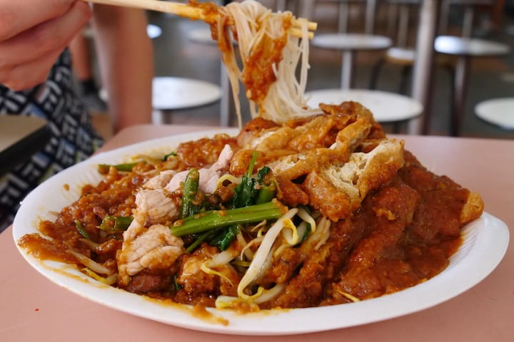 Ng omits cuttlefish from his satay bee hoon to keep his prices low (Pic: MICHELIN Guide Digital)