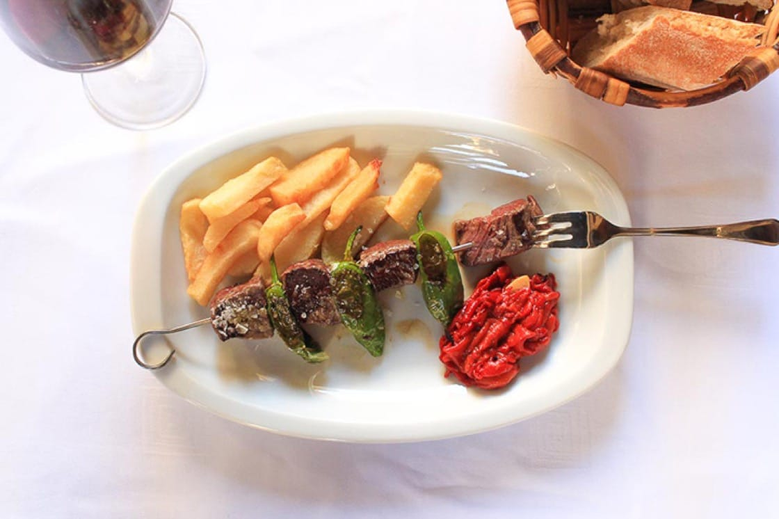 Skewer of sirloin and green peppers at La Cepa. (Photo courtesy of La Cepa.)