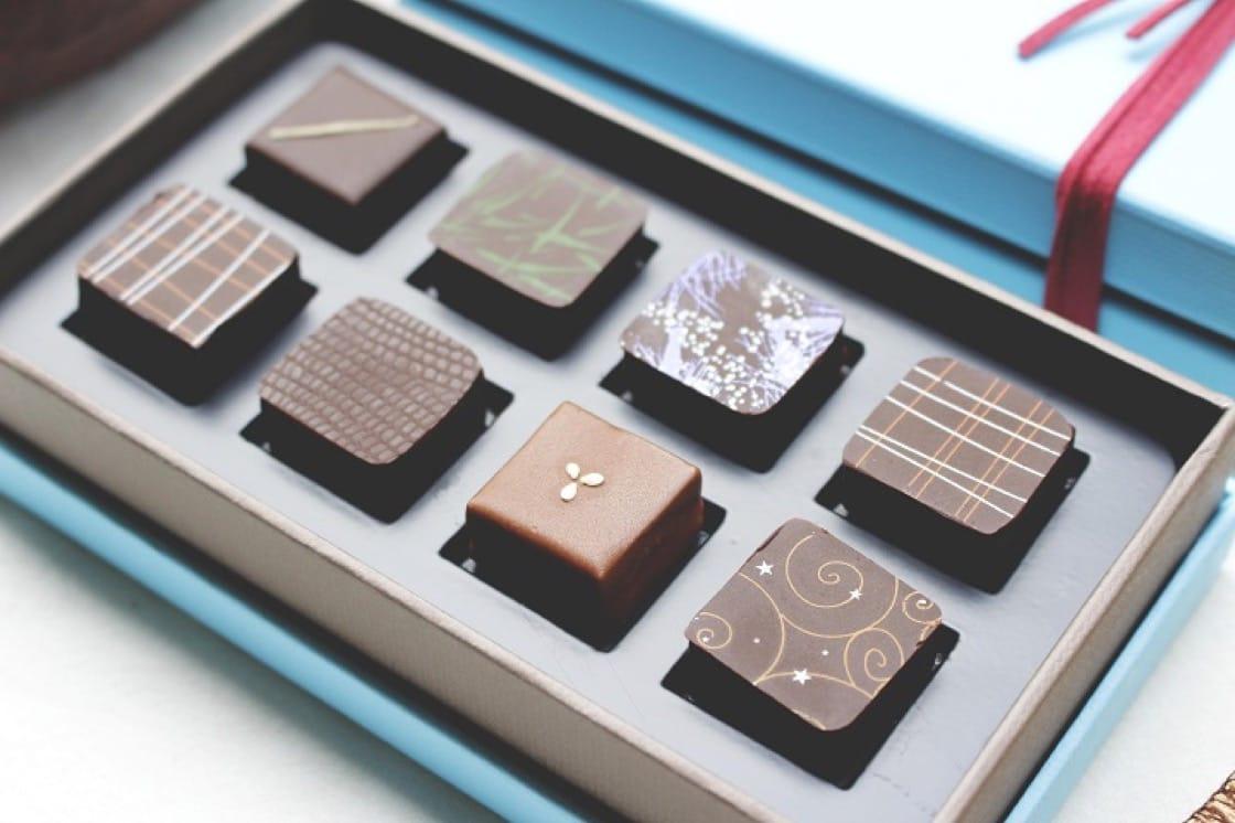 可可法朋主廚李依錫擅長運用台灣食材元素如馬告、龍眼蜜等,創作出巧克力。(照片:可可法朋提供)
