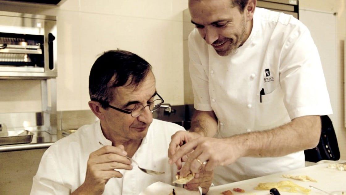 《米芝蓮廚神:美味的傳承》紀錄Bras家族兩代人的美味對話。(照片:海鵬影業提供)