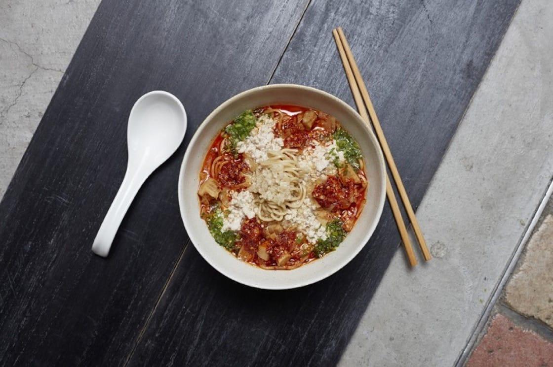 曾以拉麵獲得米其林一星的森住康二在台灣又有新品牌,標榜濃厚的湯頭。(照片:Morumoru提供)
