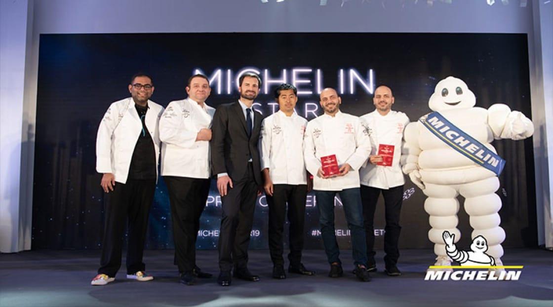 สุดยอดเชฟจากร้านอาหารที่คว้ารางวัล 2 ดาวมิชลินในปีนี้ (จากซ้ายไปขวา): ร้าน Gaggan ร้าน Le Normandie  ร้าน Mezzaluna และร้าน Sühring