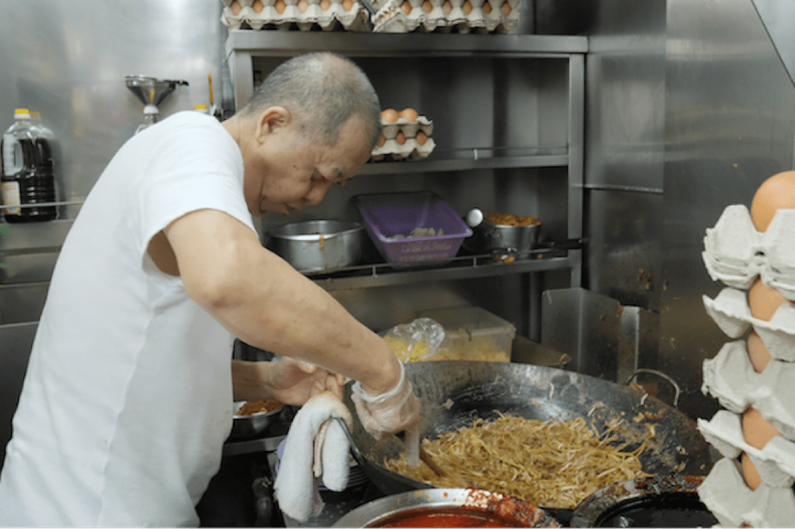 Ng fries up to 20 plates of noodles at once (Pic: MICHELIN Guide Digital)