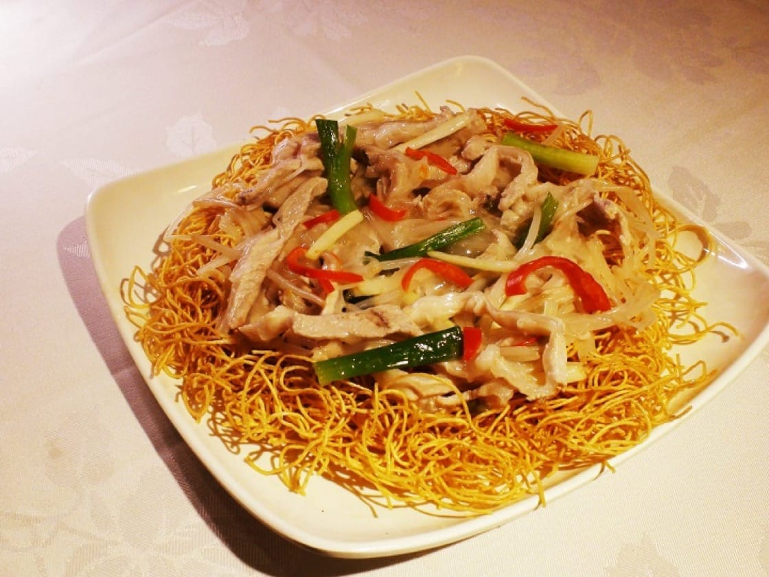 Influenced by liang mian huang, Cantonese sliced pork fried noodles slowly transitioned from stir-frying to pan-frying or deep-frying.(Photo: Man Wai Leung)