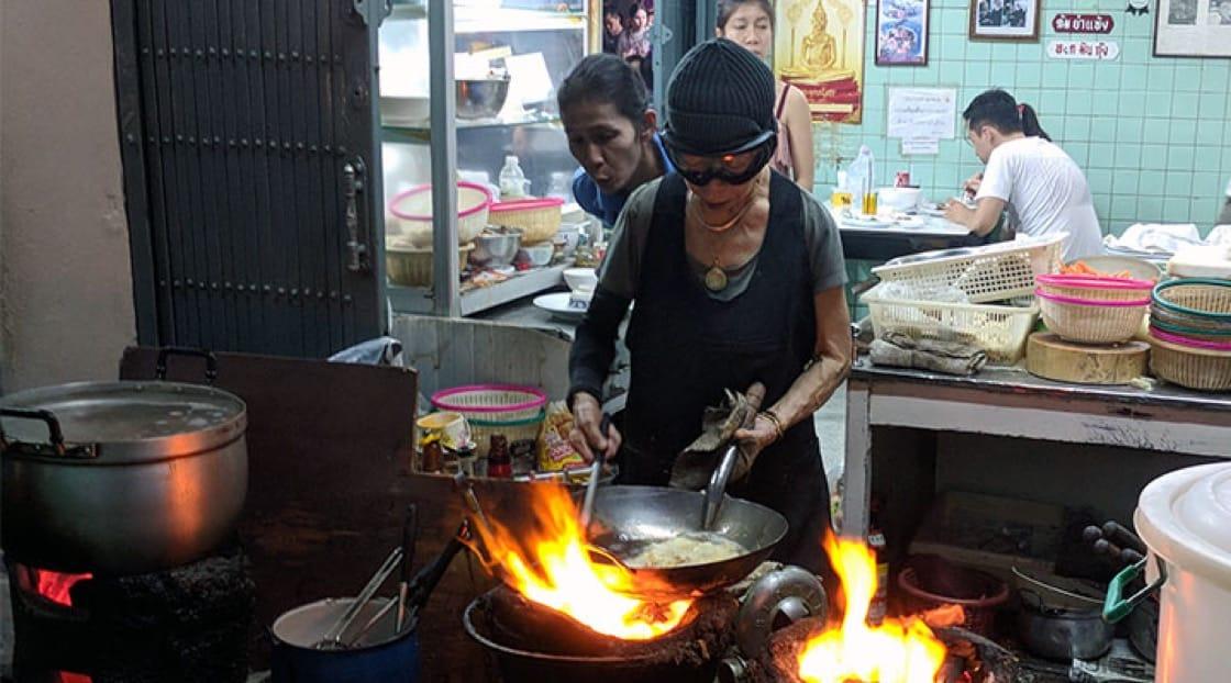เจ๊ไฝกับไข่เจียวปู ร้านอาหารริมทางรางวัล 1 ดาวมิชลิน