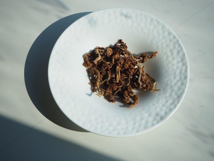 主廚林菊偉用彰化曬製的花菜乾入菜,帶有獨特的香氣。(陳靜宜攝)