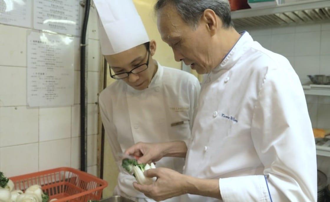 香港朗廷酒店中餐行政總廚鄺偉強每天都在廚房,他說這樣你才知道年輕廚師有什麼做得不好,你才可以教導他。
