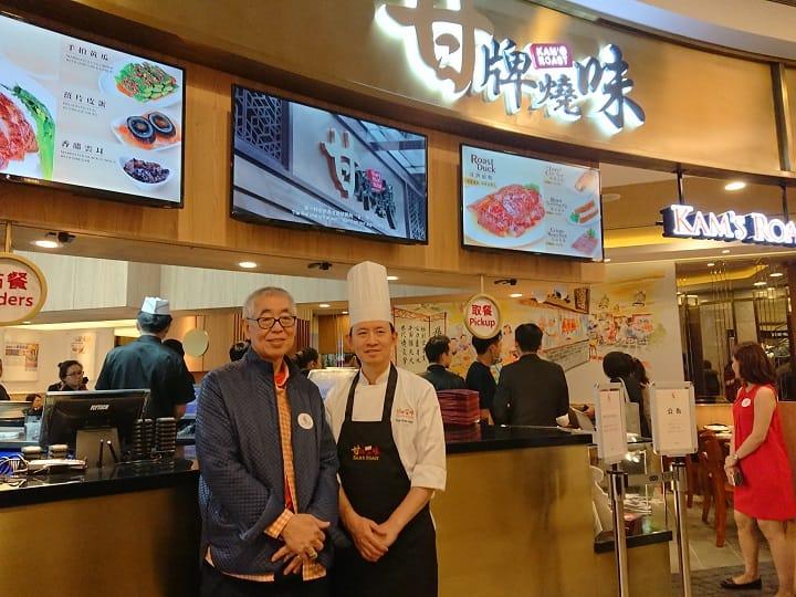 甘牌燒鵝進軍海外,香港著名電視製作人蔡和平(左)是幕後推手,而海外店的品質與管理,則由有40年老經驗的行政總廚黃群生(右)負責。