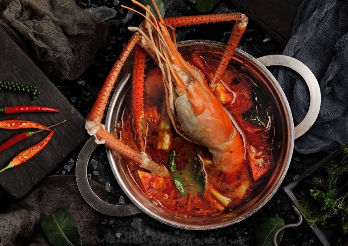 大頭蝦冬蔭公湯,混合了泰越兩菜特色。(圖片:Madam Saigon)