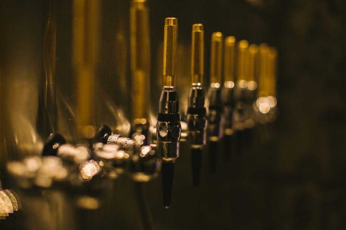 Draft Land的雞尾酒以啤酒水龍頭斟出,隨時送到食客手中,可以維持雞尾酒的品質次次如一。(圖片:Draft Land)