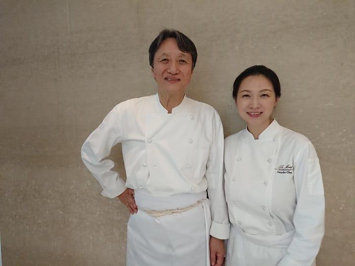 中道博受樂沐主廚陳嵐舒(右)之邀到台中進行餐會,為樂沐慶祝十週年,也為年底的餐廳歇業餞別。(謝明玲攝)