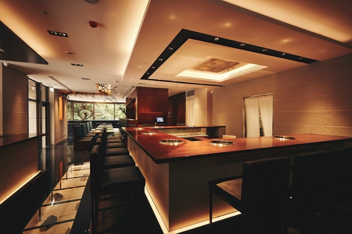 在梵燒肉,除了享受充滿抑揚頓挫的精彩料理,空間與設計也是值得細細品味的地方。(圖片:梵燒肉提供)