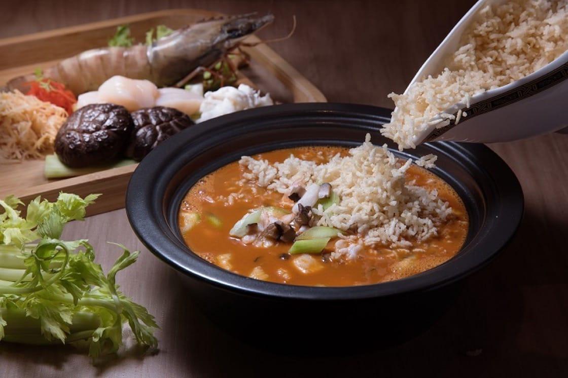 龍蝦湯泡飯是米其林一星餐廳名人坊的招牌菜之一。(圖片提供:名人坊)