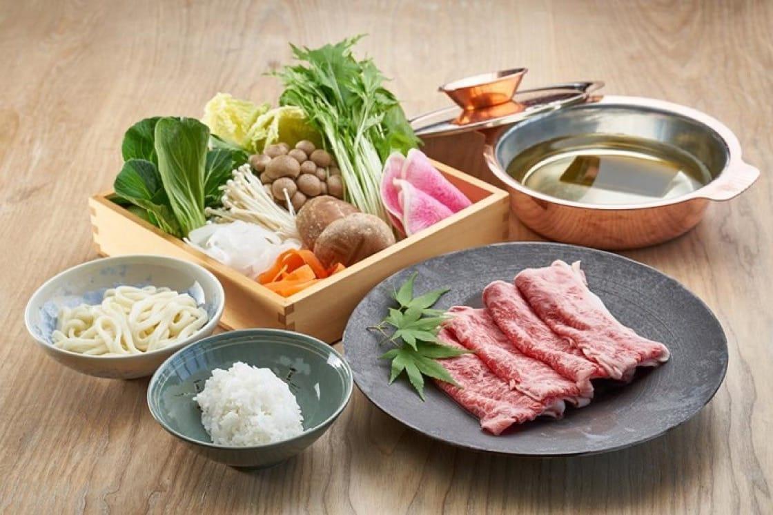 ShabuShabu套餐,剛好一人分量,獨吃也豐富滿足。(圖片:ShabuShabu 四季 面書)