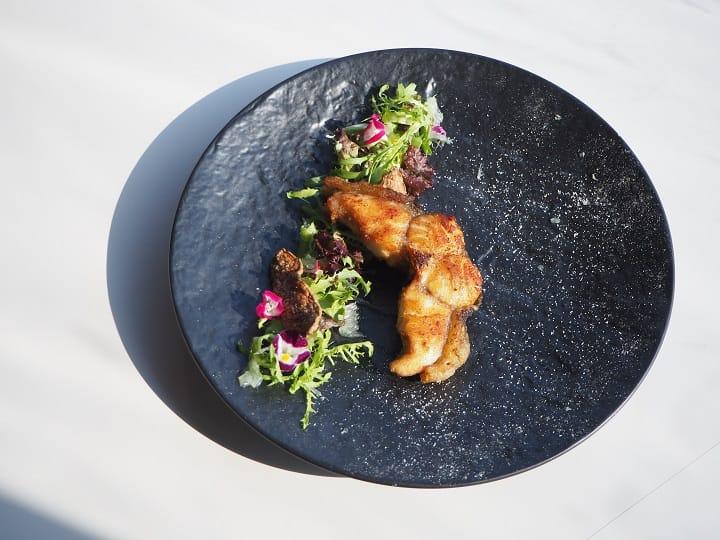 苦茶油鱸鰻是二星餐廳請客樓的隱藏版菜單。