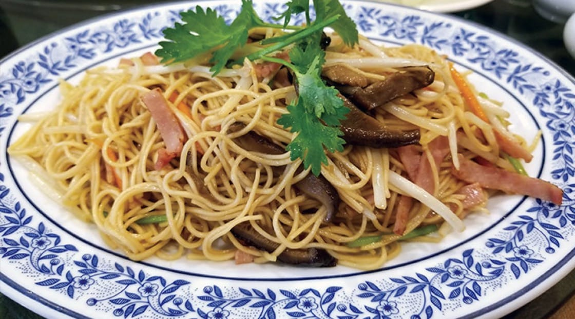 Noodles are a typical Chinese New Year dish as it symbolizes long life. Picture source: Reunros