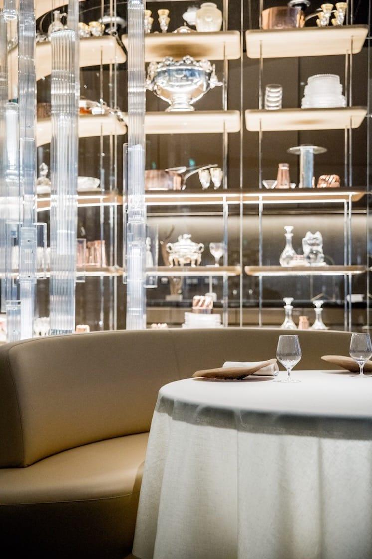 餐廳內的「稀世珍藏館」展示了名廚杜卡斯多年來收藏的私人廚具。