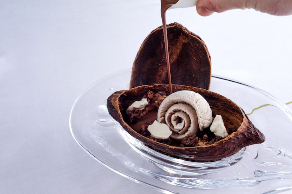 咖啡、Alain Ducasse 巴黎自家廠房製作朱古力、烤蕎麥(照片提供:摩珀斯酒店杜卡斯餐廳)