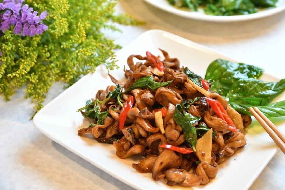 祥和蔬食的塔香脆腸,是很有趣的另類詮釋。(祥和蔬食提供)