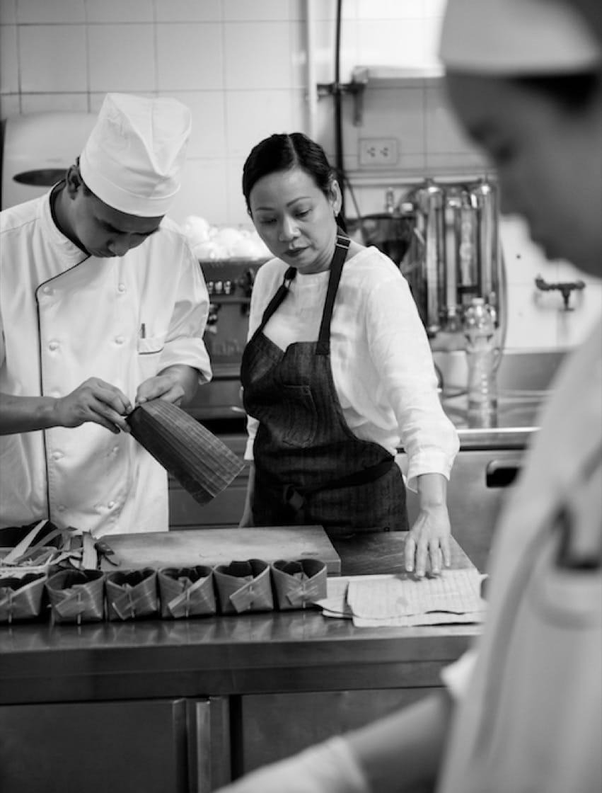 Chef Pim and nahm staff 2.jpg
