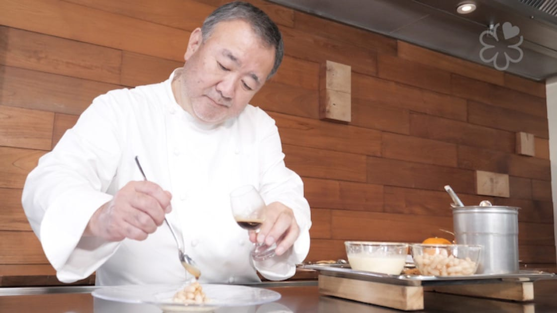 Chef Tetsuya Wakuda drizzles the Nespresso Exclusive Selection Nepal Lamjung over cannellini beans.