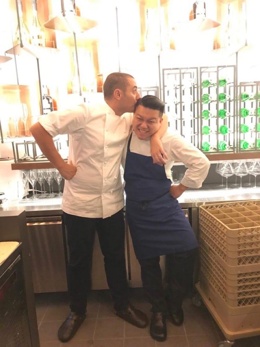 台北一星餐廳態芮主廚何順凱(右)與新加坡Odette主廚Julien Royer亦師亦友。(圖:何順凱提供)