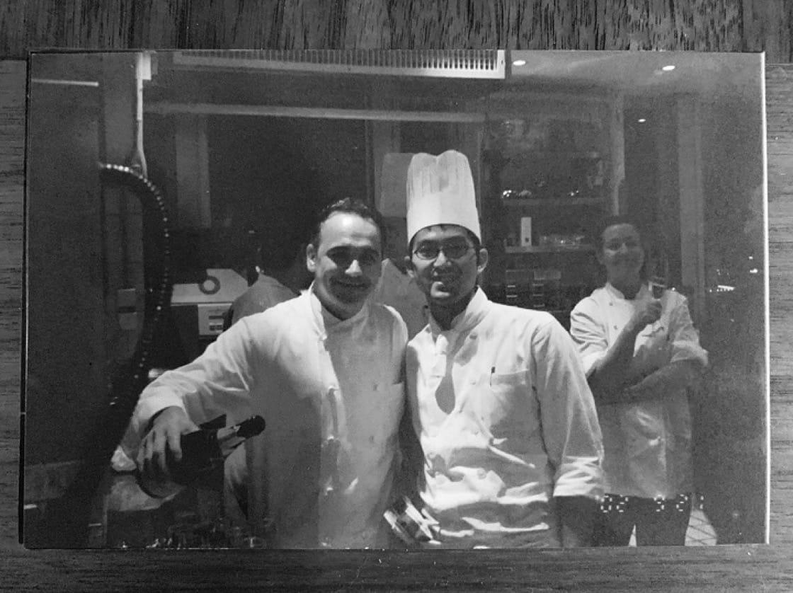 台北米其林一星餐廳Longtail大廚林明健(右)曾著大廚Jean-Georges Vongerichten(左)一起工作了14年。(圖:林明健提供)