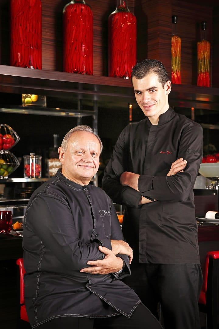 台北米其林一星餐廳 L'Atelier de Joël Robuchon Taipei 侯布雄法式餐廳主廚Olivier Jean(圖右)曾與大師侯布雄共事八年。(圖:侯布雄法式餐廳提供)