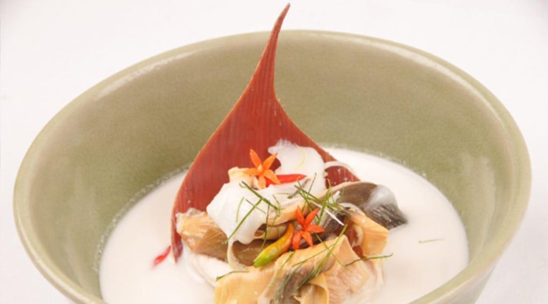 《米芝蓮指南》餐盤推介 Celadon 餐館香蕉花(Hua Plee)南薑椰漿雞