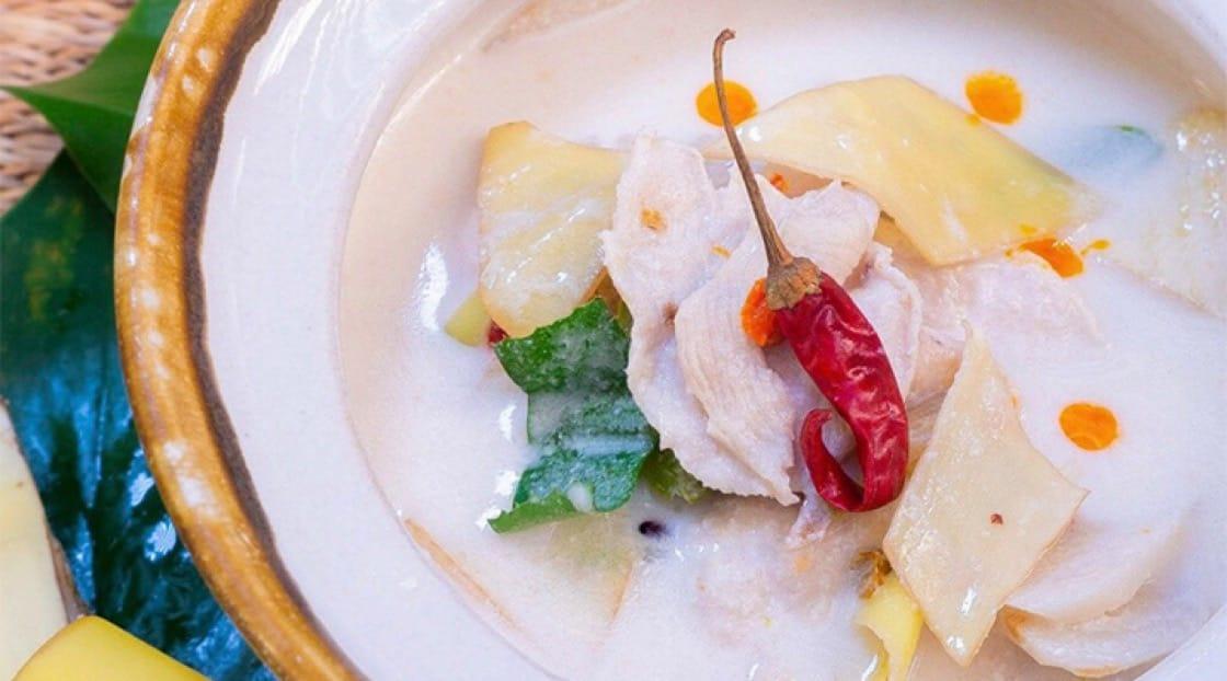 《米芝蓮指南》必比登推介 The Local餐館的南薑椰漿雞(Tom Kha Gai)。
