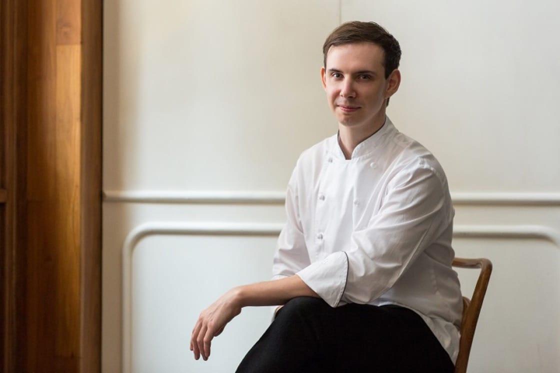 30 歲出頭不久的 Belon 主廚 Daniel Calvert 已有十多年在倫敦、紐約、巴黎和香港的掌廚經驗。(圖片:Belon)